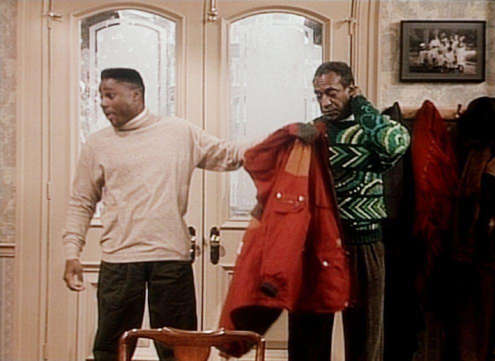 Theo (Malcolm-Jamal Warner, l.) muss zu Hause gleich erzählen, wo er Cliff (Bill Cosby, r.) gerade getroffen hat. - Bildquelle: Viacom
