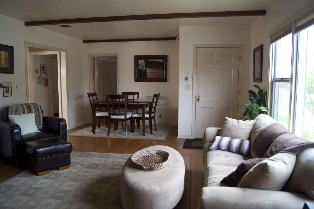 Dieses Wohnzimmer ist das neue Projekt von Josh Temple und seinem Team ... - Bildquelle: 2009, DIY Network/Scripps Networks, LLC