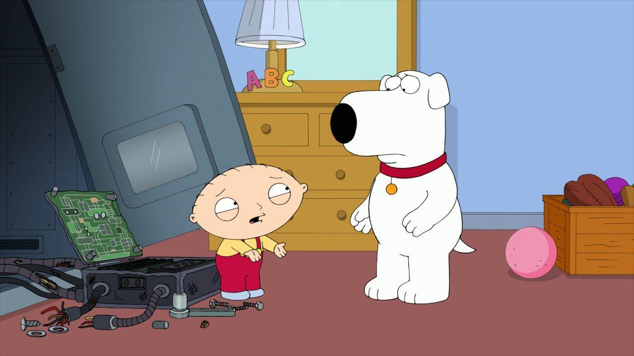 """Seth MacFarlane und viele Mitarbeiter, Produzenten und Autoren von """"Family Guy"""" erinnern sich in Rückblicken an das eine oder andere Highlight der G... - Bildquelle: 2013 Twentieth Century Fox Film Corporation. All rights reserved."""