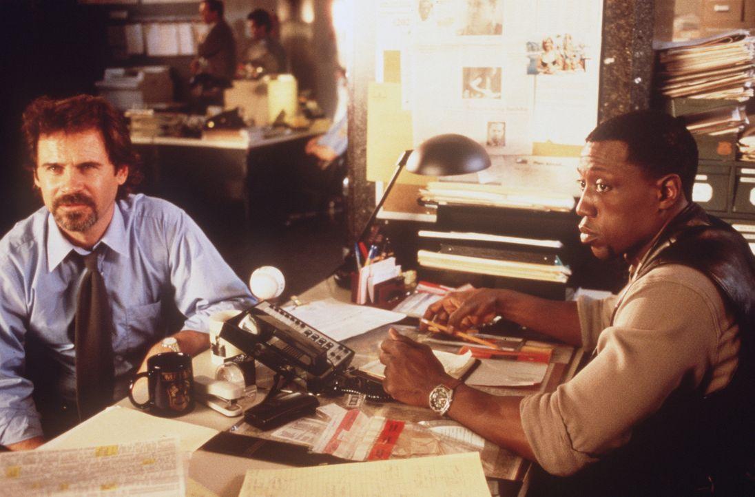 Tatort Weißes Haus: Die Washingtoner Cops Stengel (Dennis Miller, l.) und Harlan Regis (Wesley Snipes, r.) erwarten extrem schwierige Ermittlungen .... - Bildquelle: Warner Bros.
