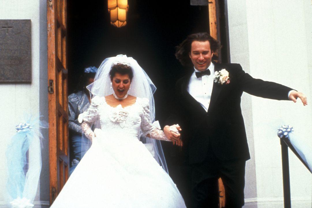 Ende gut, alles gut: Toula (Nia Vardalos, l.) und Ian (John Corbett, r.) ... - Bildquelle: 20th Century Fox of Germany