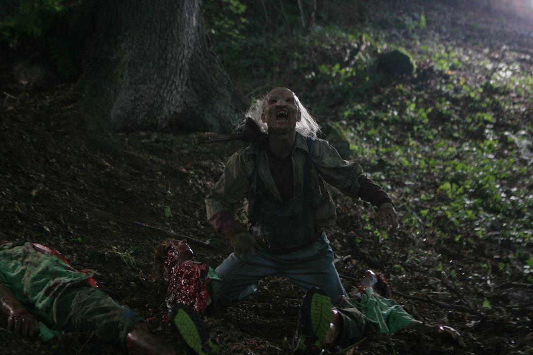 Eigentlich wollte Fonda mit ihren Freunden einen kurzweiligen Campingurlaub in die Wälder Virginias verleben. Kaum dort angekommen, entwickelt sich... - Bildquelle: Constantin Film Verleih GmbH.