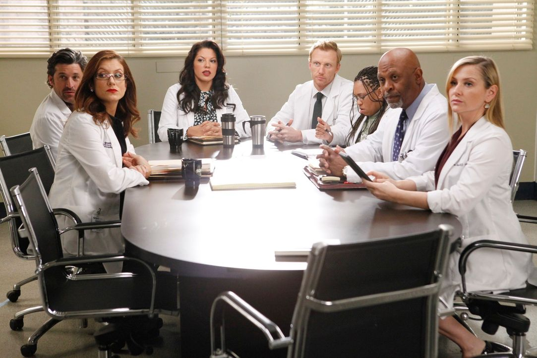 Merediths Mutter Ellis ist Chefärztin am Seattle Greys Hospital und macht der Belegschaft (v.l.n.r.: Patrick Dempsey, Kate Walsh, Sara Ramirez, Kevi... - Bildquelle: ABC Studios