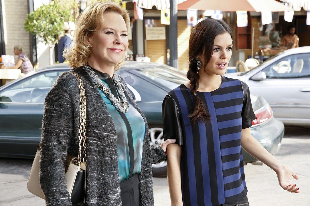 Als Candice Hart (JoBeth Williams, l.) zustimmt ihre Tochter Zoe (Rachel Bilson, r.) als Klientin zu vertreten, genießt diese zu Beginn die mütterli... - Bildquelle: Warner Brothers