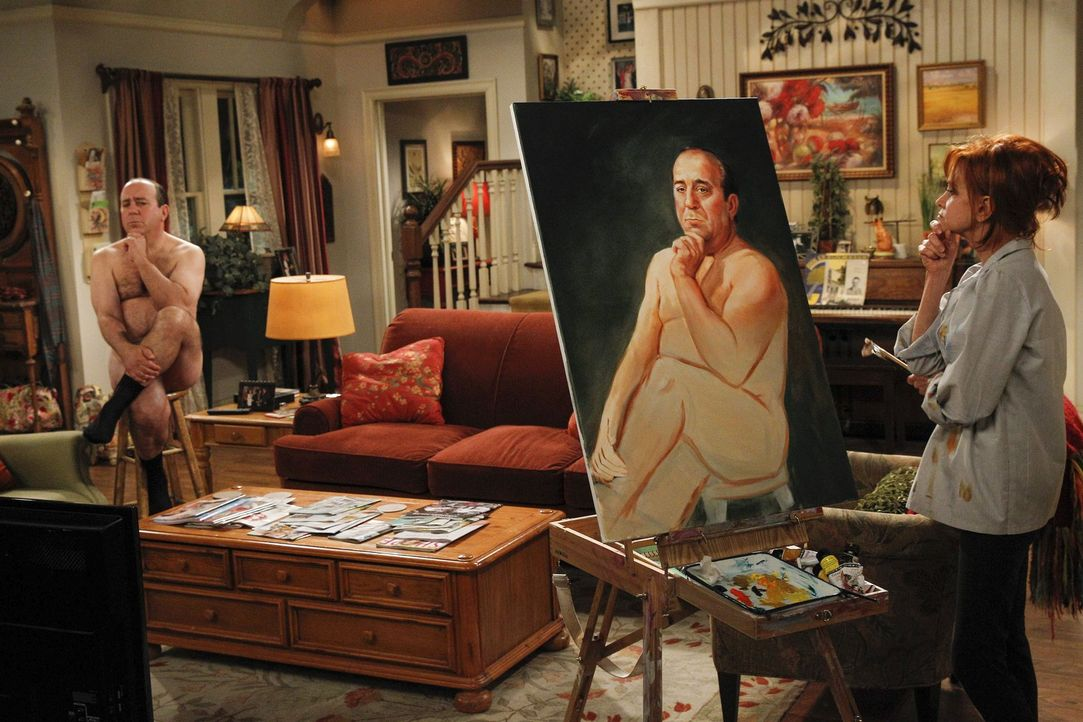 Vince (Louis Mustillo, l.) muss Joyce (Swoosie Kurtz, r.) Model stehen ... - Bildquelle: Warner Brothers