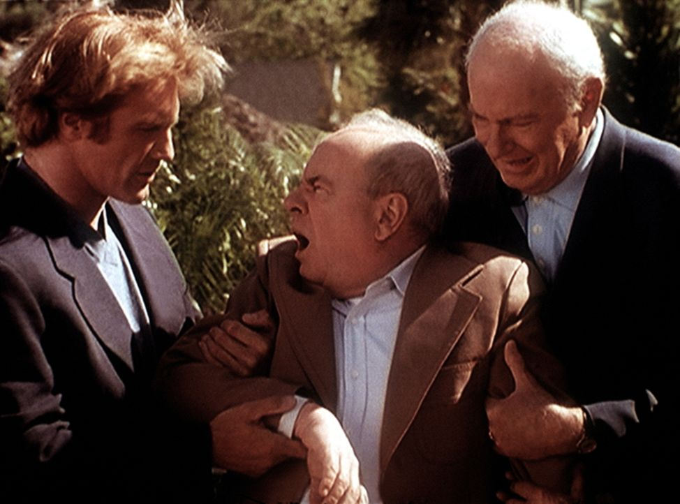 Steve (Barry Van Dyke, l.) und Harvey (Harvey Korman, r.), einst ein berühmter Komiker, versuchen, Harveys Partner Tim (Tim Conway, M.) zu beruhigen... - Bildquelle: Viacom