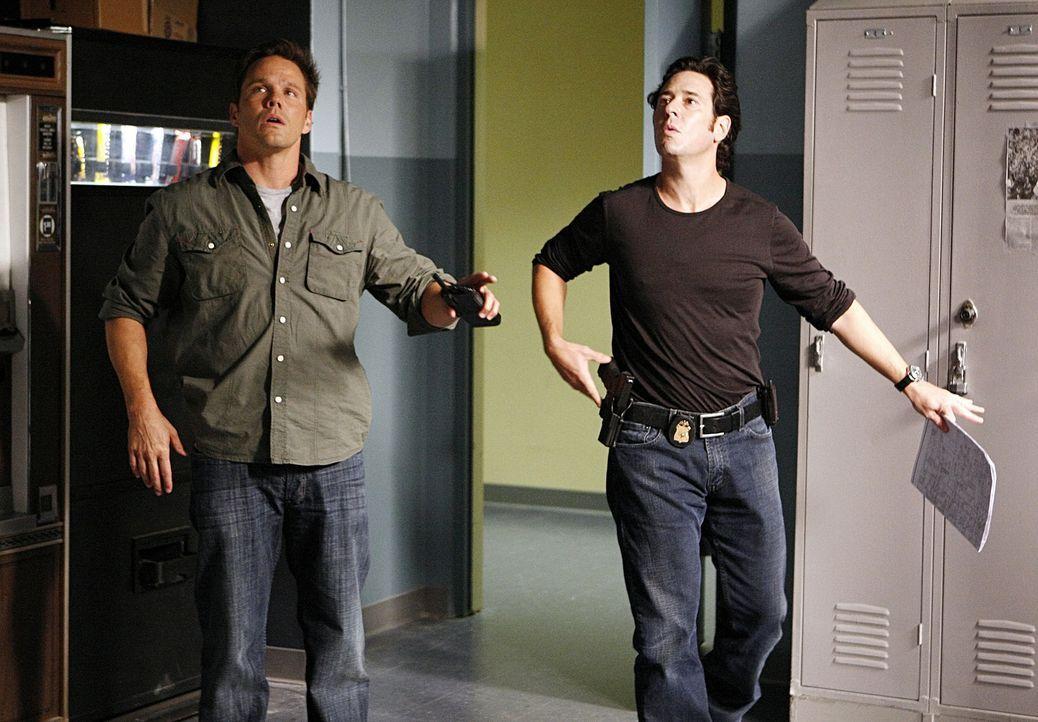 Der Drogenboss Salazar macht Colby Granger (Dylan Bruno, l.) und Don (Rob Morrow, r.) das Leben schwer. - Bildquelle: Paramount Network Television