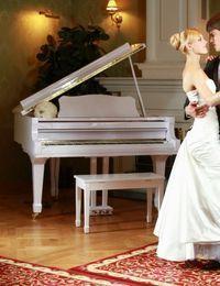 Zu romantischen Klängen in den Hafen der Ehe tanzen