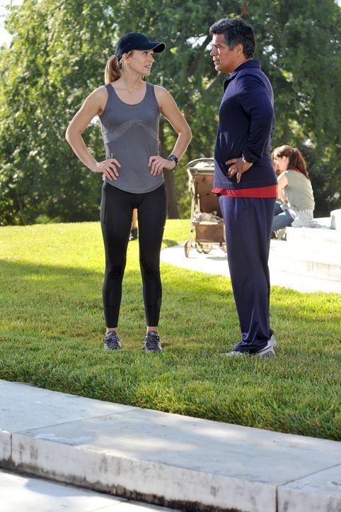 Während der Ermittlungen trifft das Team um JJ (AJ Cook, l.) auf ihren neuen Abteilungsleiter Mateo Cruz (Esai Morales, r.) ... - Bildquelle: ABC Studios