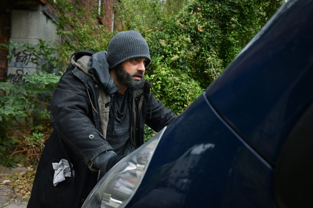 Kann Daniel (Raphael Vogt) den Transporter aufhalten und seinen Freunden zur Flucht verhelfen? - Bildquelle: Claudius Pflug SAT.1/Claudius Pflug