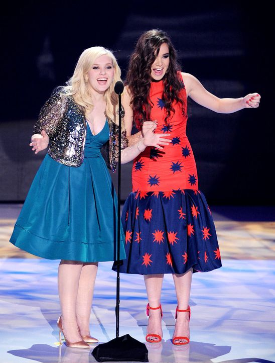 Teen-Choice-Awards-Abigail-Breslin-Hailee-Steinfeld-13-08-11-getty-AFP.jpg 1366 x 1800 - Bildquelle: getty-AFP