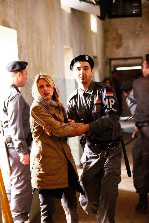 Im Irak sammelt Carrie Mathison (Claire Danes, M.) bei fragwürdigen Quellen Informationen, um den Terroristenführer Abu Nazir zu überführen. Zeh... - Bildquelle: 2011 Twentieth Century Fox Film Corporation. All rights reserved.