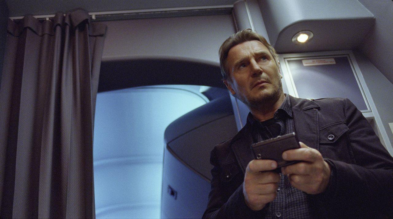 Setzt alles daran, den mörderischen Erpresser ausfindig zu machen und gerät dabei selbst unter Verdacht: Air Marshall Bill Marks (Liam Neeson) ... - Bildquelle: Myles Aronowitz 2014 TF1 FILMS PRODUCTION S.A.S STUDIOCANAL S.A. ALL RIGHTS RESERVED.
