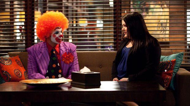 Jane (Brooke Elliott, r.) steht vor einem schwierigen Fall. Sie soll einen Mi...
