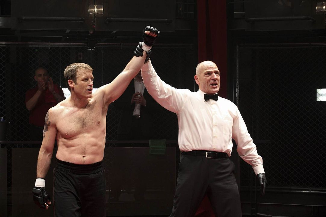Geht als Sieger aus dem Ring: Christopher Chance (Mark Valley, l.) ... - Bildquelle: Warner Brothers