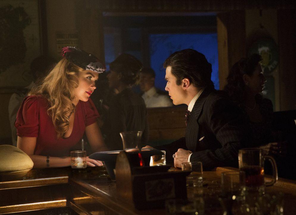 Lexie (Arielle Kebbel, l.) will Stefan helfen, seinem Blutrausch zu entkommen, da kann sie auf Damons (Ian Somerhalder, r.) Einfluss auf Stefan gern... - Bildquelle: Warner Brothers
