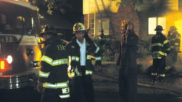 Erst zu spät erfährt Tommy (Denis Leary), dass beim Hausbrand Lauren ihre Fin...