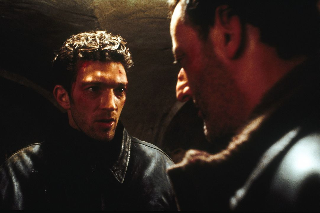 Der junge Polizist Max Kerkerian (Vincent Cassel, l.) und sein Pariser Kollege Pierre Nièmans (Jean Reno, r.) ermitteln in zwei verschiedenen Fäll... - Bildquelle: TOBIS STUDIO CANAL GMBH&CO.KG