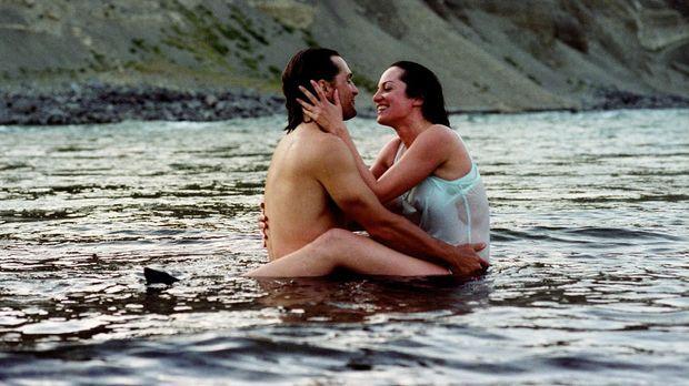 Katharina (Natalia Wörner, r.) hat für ihr Glück mit Greg (Robert Seeliger, l...
