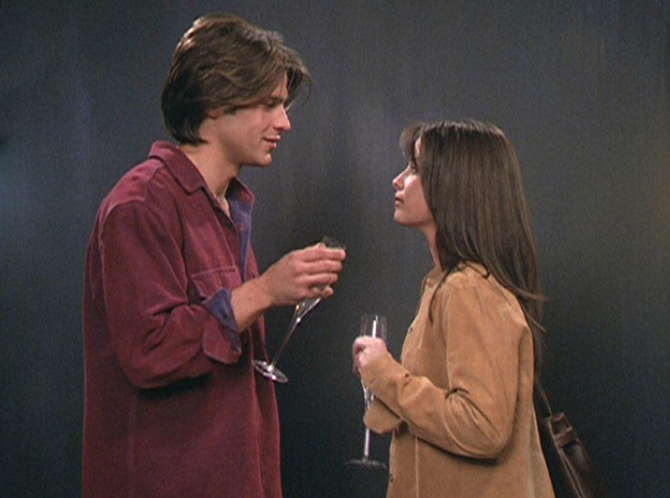Piper (Holly Marie Combs, r.) kann sich zwischen Leo und Dan (Greg Vaughan, l.) nicht entscheiden. - Bildquelle: Paramount Pictures