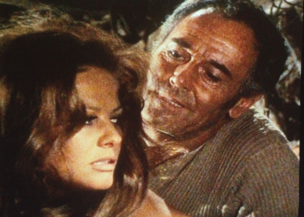 Frank (Henry Fonda, r.) wirbt um die junge Witwe Jill McBain (Claudia Cardinale, l.) ... - Bildquelle: Paramount Pictures