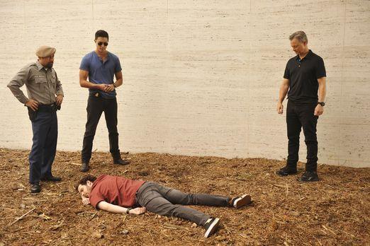 Matt (Daniel Henney, 2.v.l.), Jack (Gary Sinise, r.) und ihre Kollegen reisen...