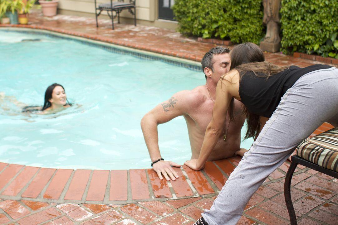 Chris (M.) und Megan (l.) verbringen viel Zeit zu zweit -  ganz zum Leidwesen von Leigh Ann (r.) ... - Bildquelle: Showtime Networks Inc. All rights reserved.