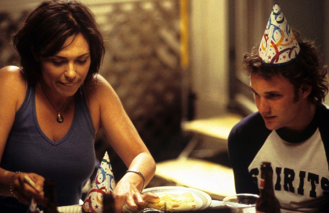 Madge Grubb (Michelle Forbes, l.) ist seit einigen Jahren allein erziehende Mutter. Eines Tages reist sie mit ihren Kindern (Brad Renfro, r.) zu ihr... - Bildquelle: Tomorrow Film