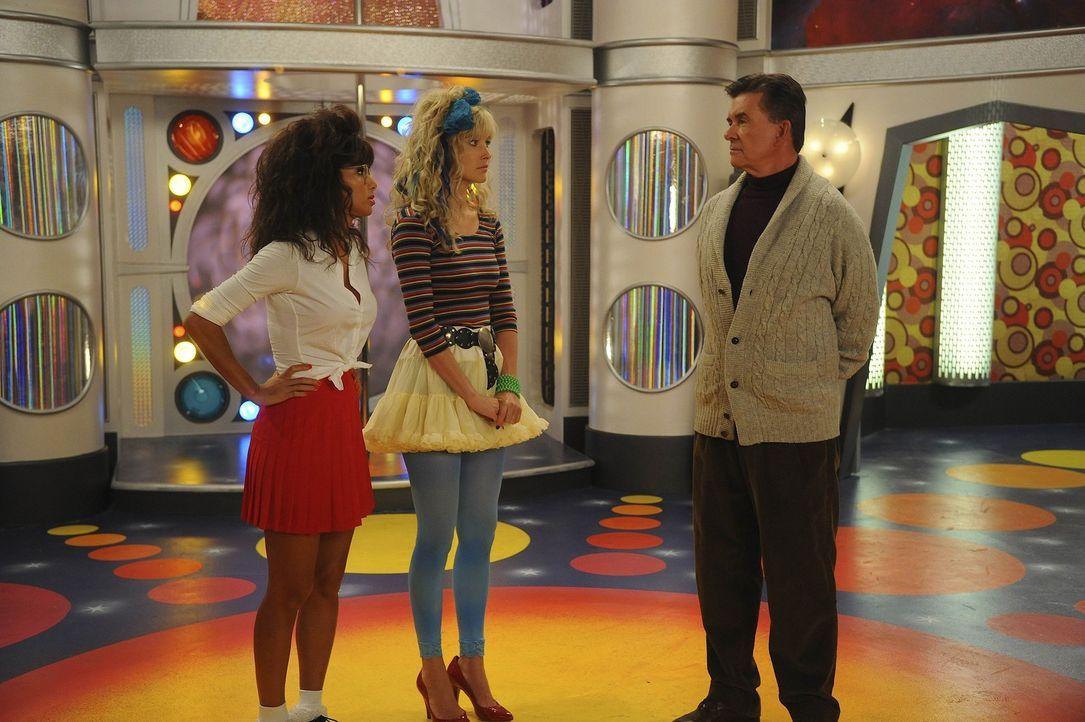 Rückblick in eine ganz besondere Zeit: Robin (Cobie Smulders, M.), Jessica (Nicole Scherzinger, l.) und Alan Thicke (Alan Thicke, r.) ... - Bildquelle: 20th Century Fox International Television