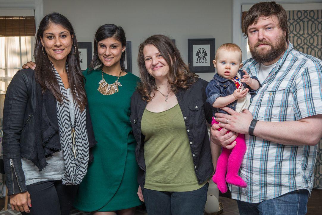 Lex (l.) und Alana (2.v.l.) legen sich mächtig ins Zeug, um Nicole (2.v.r.) und Keith (r.) den Traum von einem größeren Haus, das zu ihrer wachsende... - Bildquelle: Matt Blair 2015,HGTV/Scripps Networks, LLC. All Rights Reserved