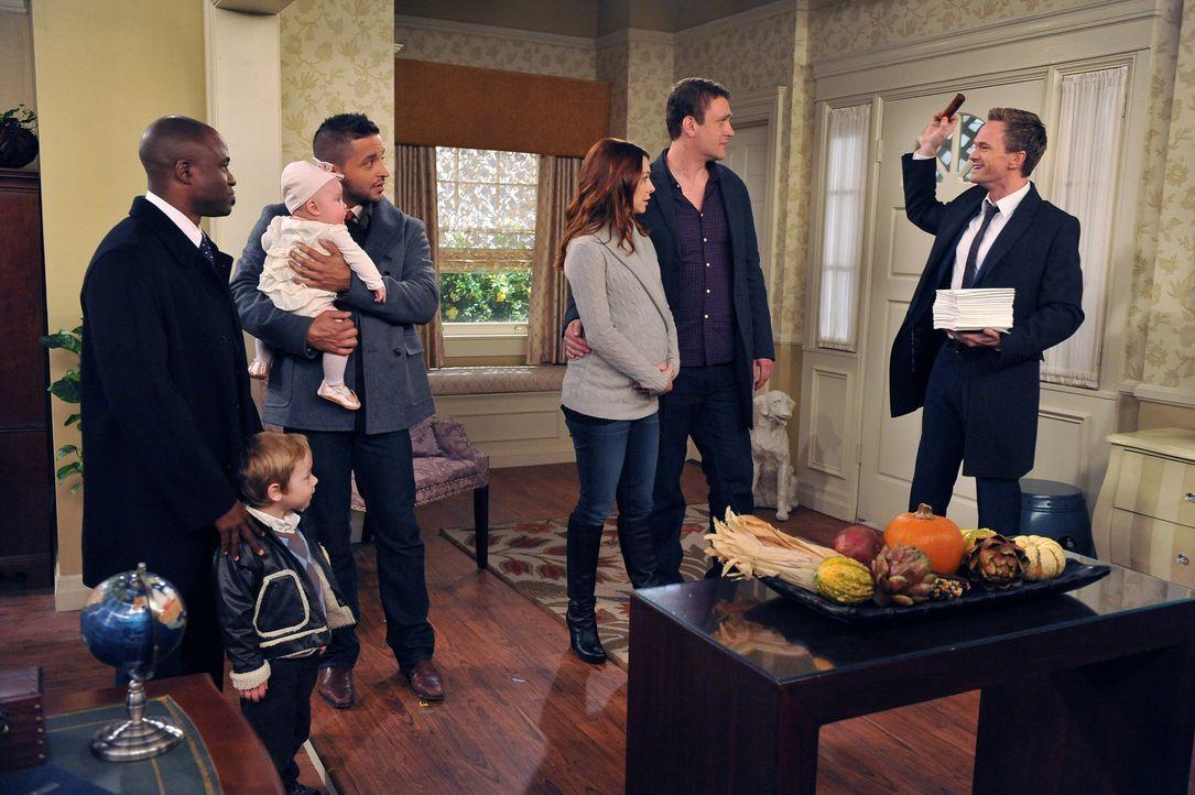 Zu Thanksgiving treffen sich Ted, Robin, James (Wayne Brady, 2.v.l.), Lily (Alyson Hannigan, 3.v.r.), Tom (Jai Rodriguez, 4.v.r.), Marshall (Jason S... - Bildquelle: 20th Century Fox International Television