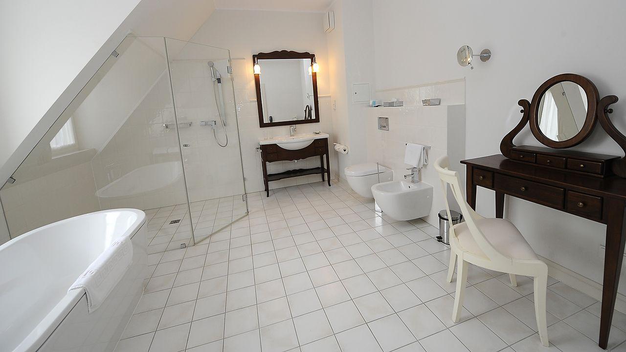 Luxushotel-Dwor-Oliwski-danzig-badezimmer1-12-03-29-AFP - Bildquelle: AFP