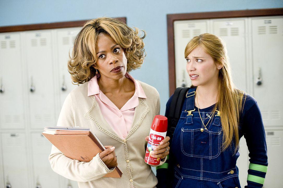 Megan (Shoshanna Bush, l.) kann sich über die durchgeknallte Charity (Essence Atkins, r.) nur wundern ... - Bildquelle: 2008 PARAMOUNT PICTURES CORPORATION