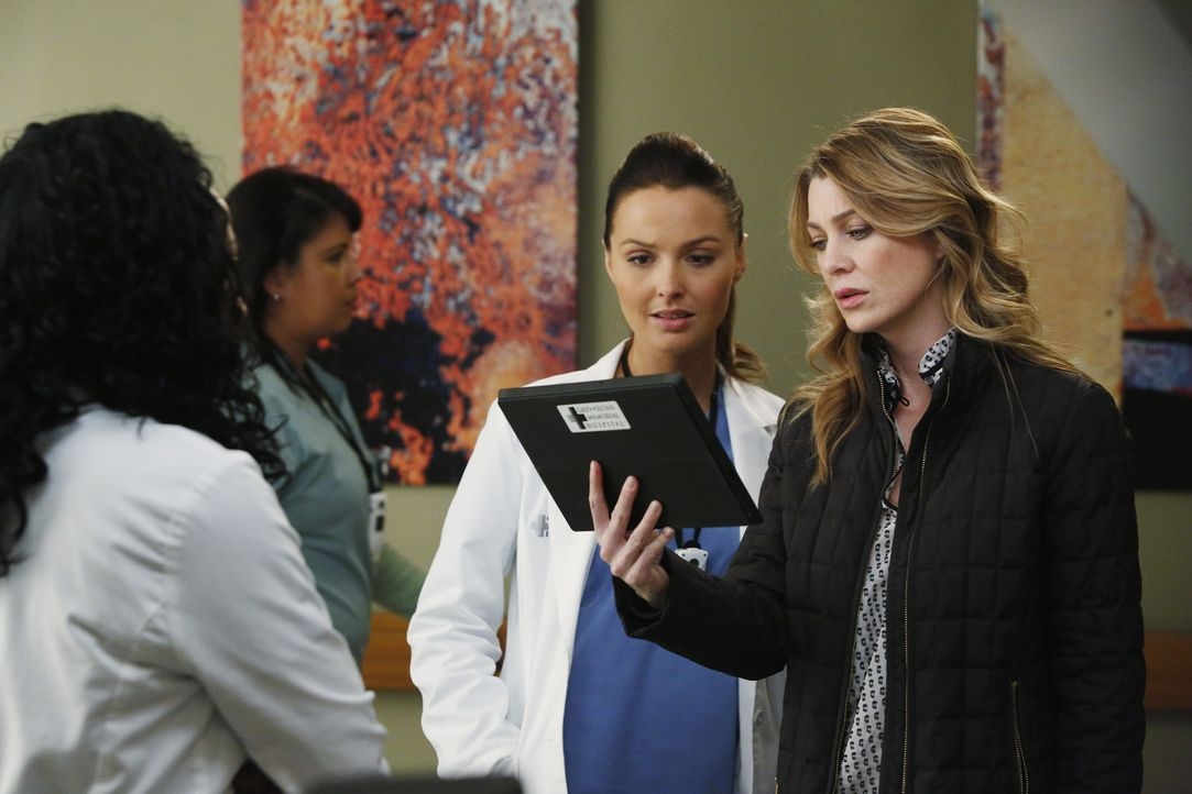 Immer wieder brauchen die jungen Ärzte Stephanie (Jerrika Hinton, l.) und Jo (Camilla Luddington, M.) Merediths (Ellen Pompeo, r.) Unterstützung. Je... - Bildquelle: ABC Studios