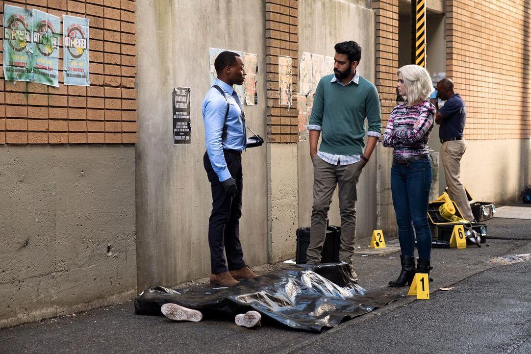 (v.l.n.r.) Clive (Malcolm Goodwin); Ravi (Rahul Kohli); Liz (Rose McIver) - Bildquelle: Warner Bros.