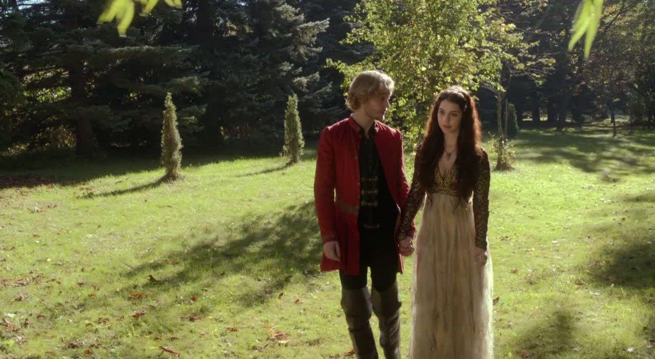 Ein Spaziergang im Garten - Bildquelle: 2013 The CW Network, LLC. All Rights Reserved.