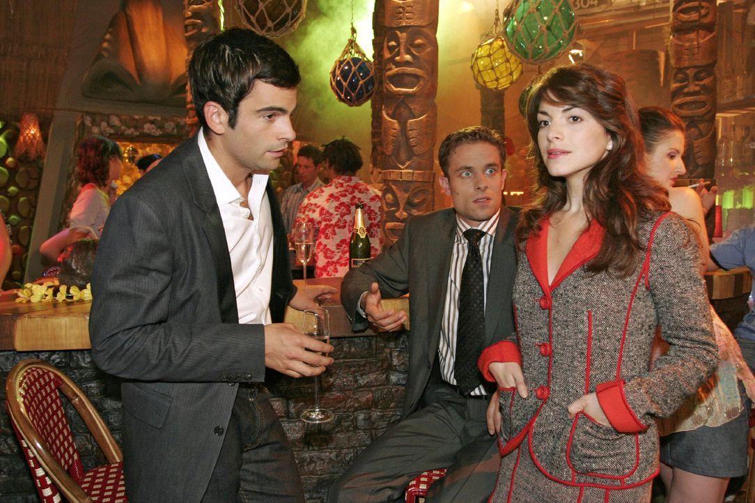 Mariella (Bianca Hein, r.) ist enttäuscht von David (Mathis Künzler, l.) und Max (Alexander Sternberg, M.). - Bildquelle: Noreen Flynn Sat.1