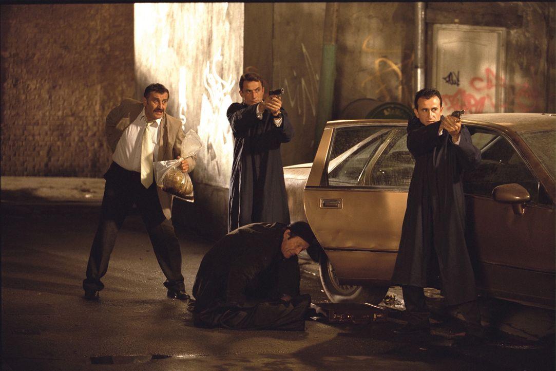 Als der Voyeur Marvin ein mordendes Phantom entdeckt, will ihm zunächst Detective Gary Dumars (John Kapelos, l.) nicht glauben. Bald aber stellt si... - Bildquelle: Dimension Films