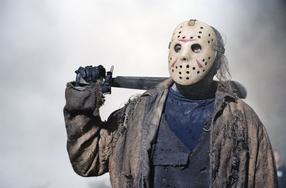 Damit man endlich wieder von ihm spricht, reaktiviert Freddy Krueger den im Wald vor sich hin schimmelnden untoten Massenmörder Jason Voorhees (Ken... - Bildquelle: Warner Bros. Pictures