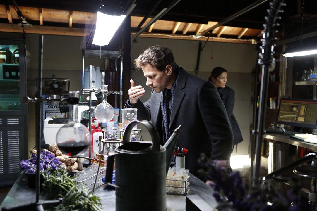 Macht eine folgenschwere Entdeckung: Henry (Ioan Gruffudd) ... - Bildquelle: Warner Brothers