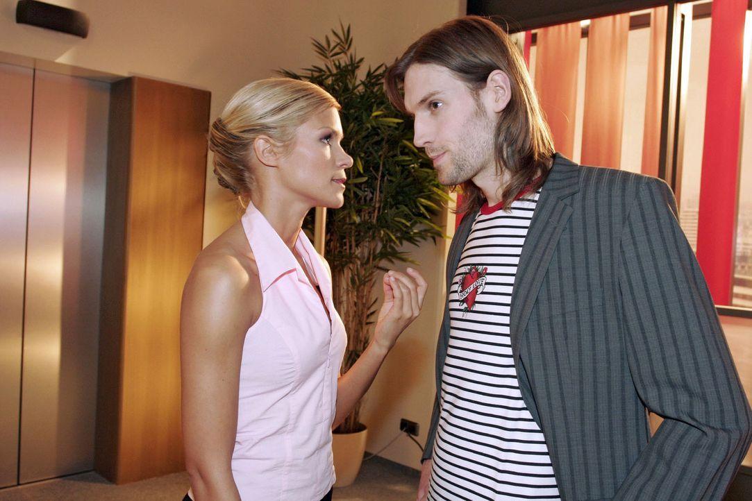 Ralf Morton (Inigo Leigh, r.) setzt Sabrina (Nina-Friederike Gnädig, l.) unter Druck - und erhält von ihr die Quittung ... - Bildquelle: Noreen Flynn Sat.1