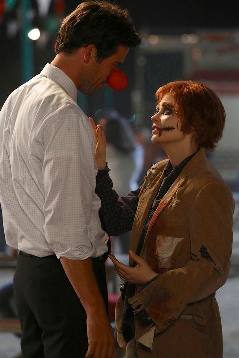 Jess (Zooey Deschanel, r.) arbeitet in einem Geisterhaus, um Leute zu erschrecken, und muss feststellen, dass sie doch Gefühle für Sam (David Walton... - Bildquelle: 2012-2013 Twentieth Century Fox Film Corporation. All rights reserved.