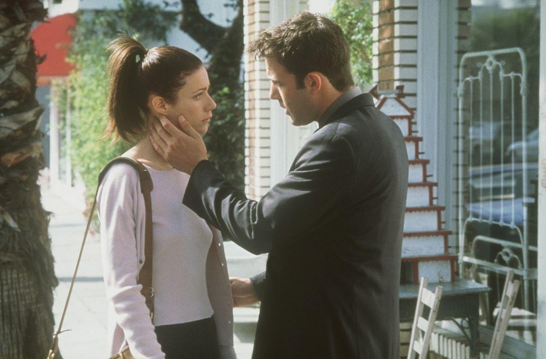 Obwohl sich Buddy (Ben Affleck, r.) vorgenommen hat, Abby (Gwyneth Paltrow, l.) endlich die Wahrheit zu sagen, bringt er es nicht übers Herz. Er wil... - Bildquelle: Miramax Films
