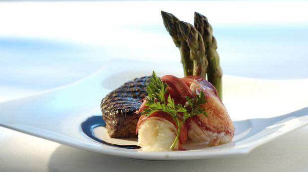 Gourmet-Essen für viele: Um bei einem feierlichen Bankett mehrere hundert Men...