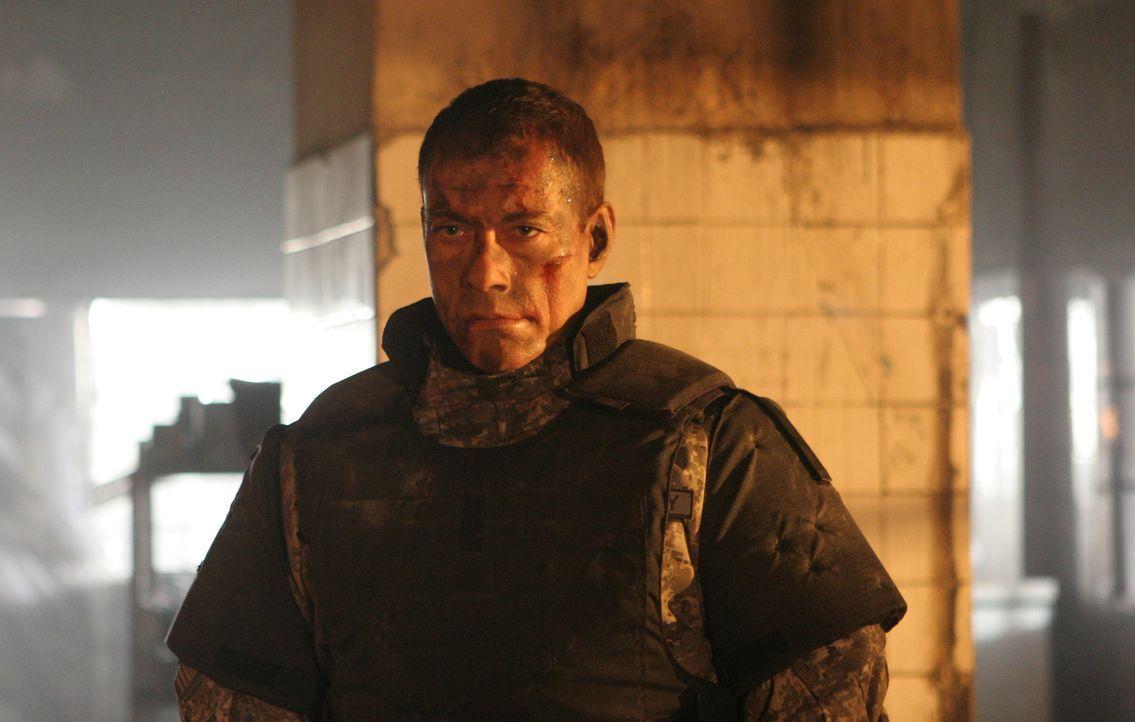 UniSol Luc Deveraux (Jean-Claude van Damme) war seit Jahren außer Betrieb. Kaum reaktiviert, muss er einen Angriff auf die schwer bewaffnete Festung... - Bildquelle: 2009, Signature Pictures, Foresight Unlimited