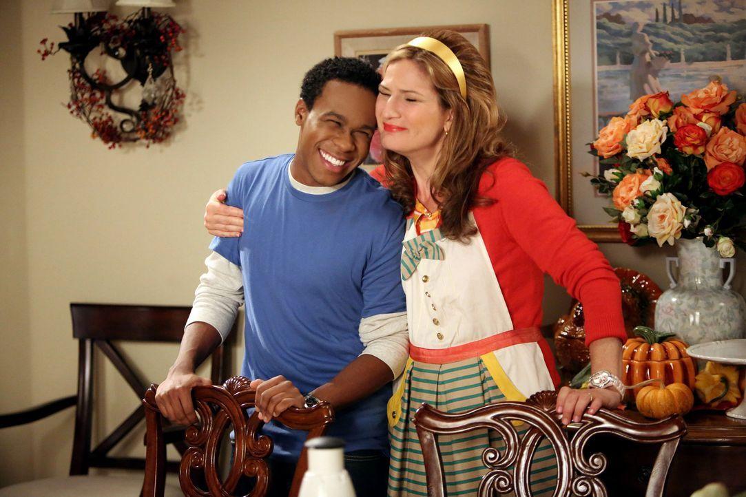 Als Sheila (Ana Gasteyer, r.) Malik (Maestro Harrell, l.) nackt sieht, ist Lisa darüber gar nicht glücklich und stellt Malik zur Rede. Die Beziehung... - Bildquelle: Warner Brothers