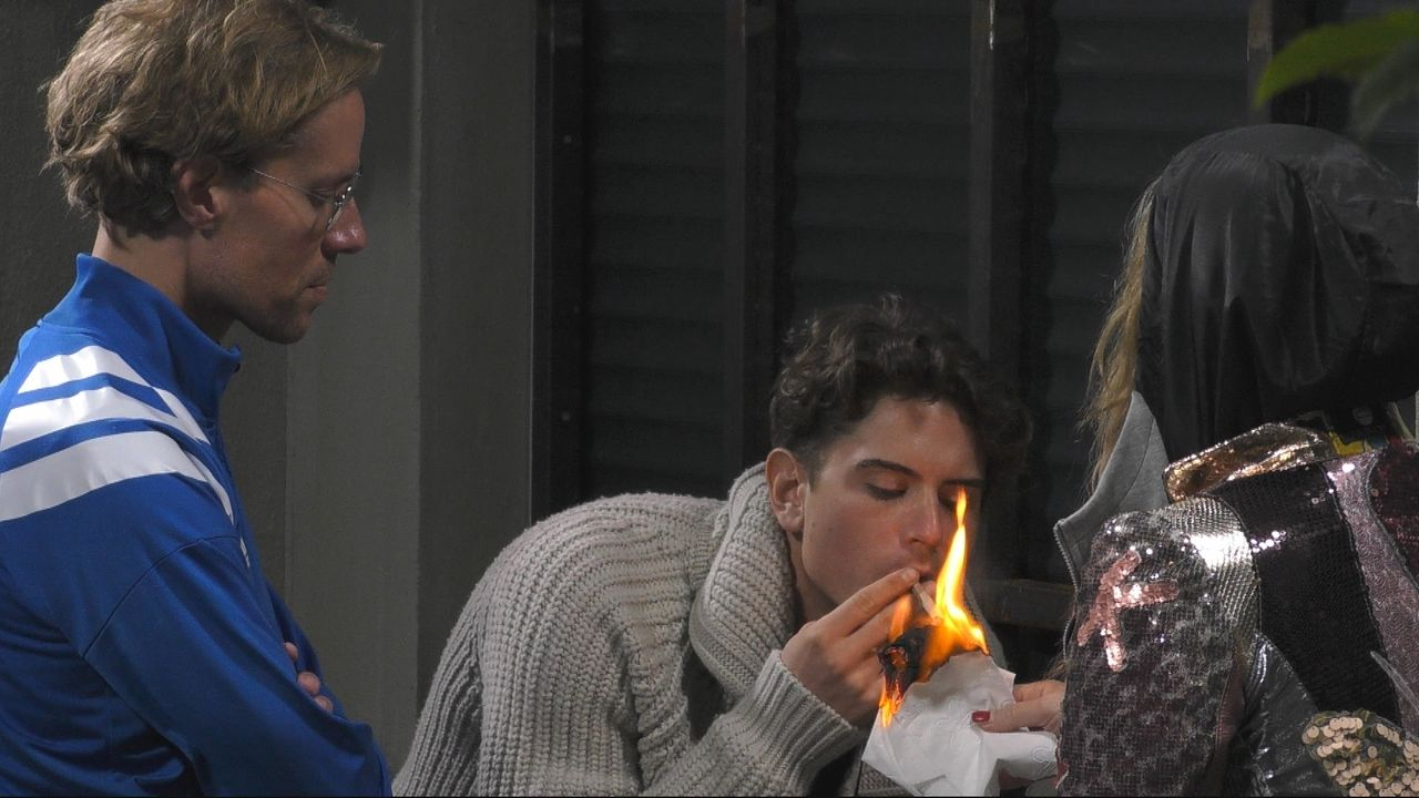 Dominik Zigarette - Bildquelle: SAT.1