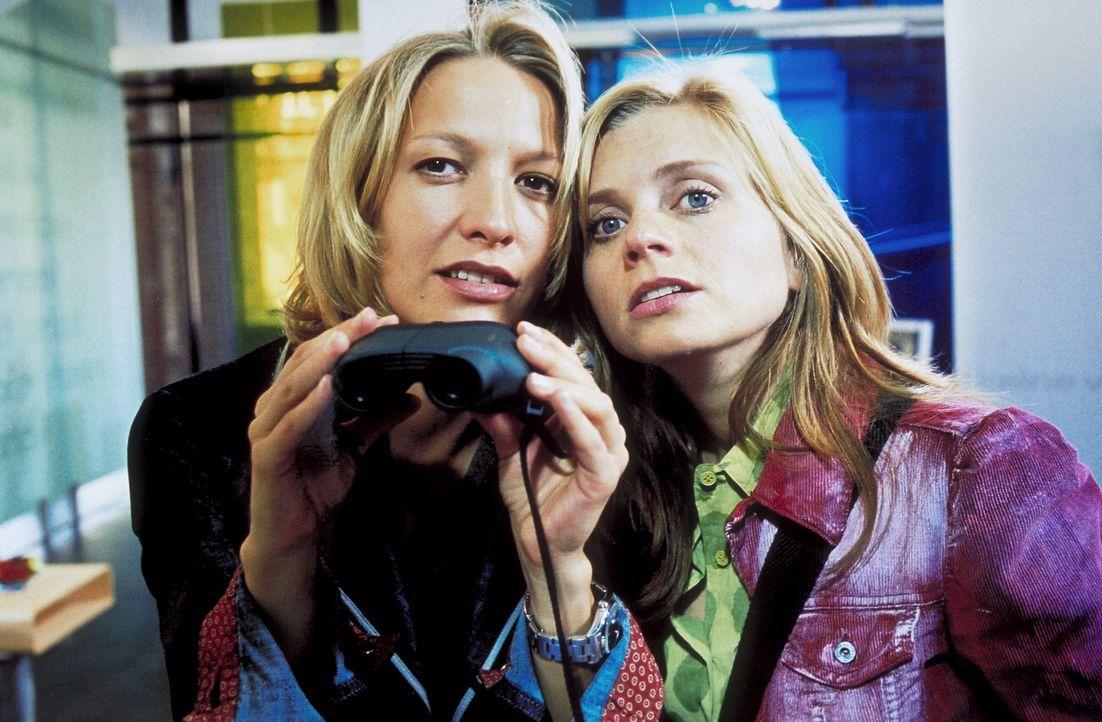 Die ungleichen Freundinnen Neele (Nina Weniger, r.) und Carla (Niki Greb, l.) verbindet eine tiefe Kameradschaft. Doch ihr gemeinsames Abendessen fo... - Bildquelle: Christa Köfer ProSieben/Köfer