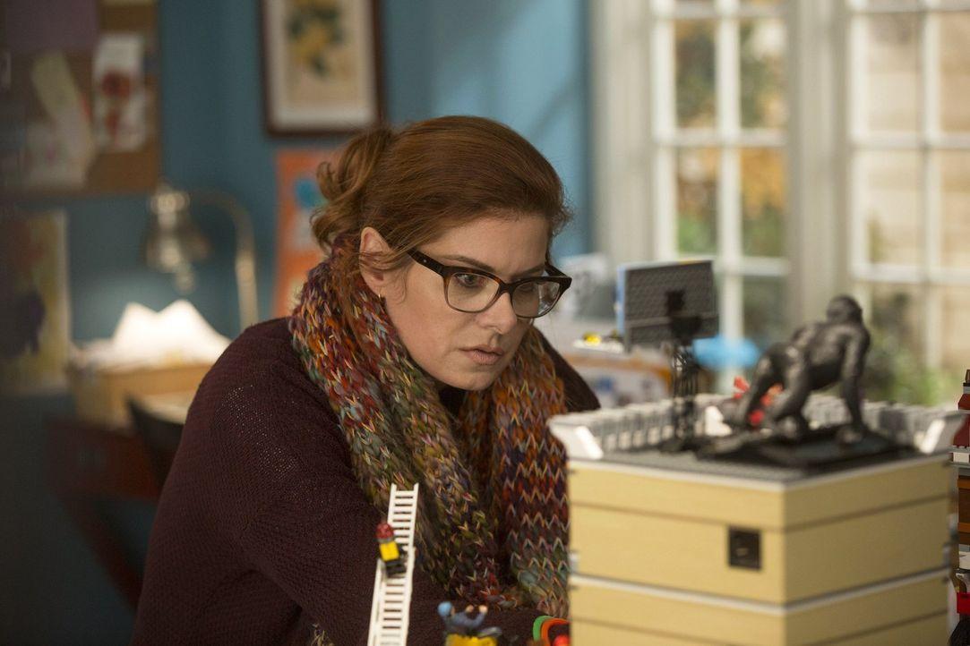 Muss neben den Vorbereitungen für eine Schulveranstaltung einen neuen Mordfall lösen: Laura (Debra Messing) ... - Bildquelle: Warner Bros. Entertainment, Inc.