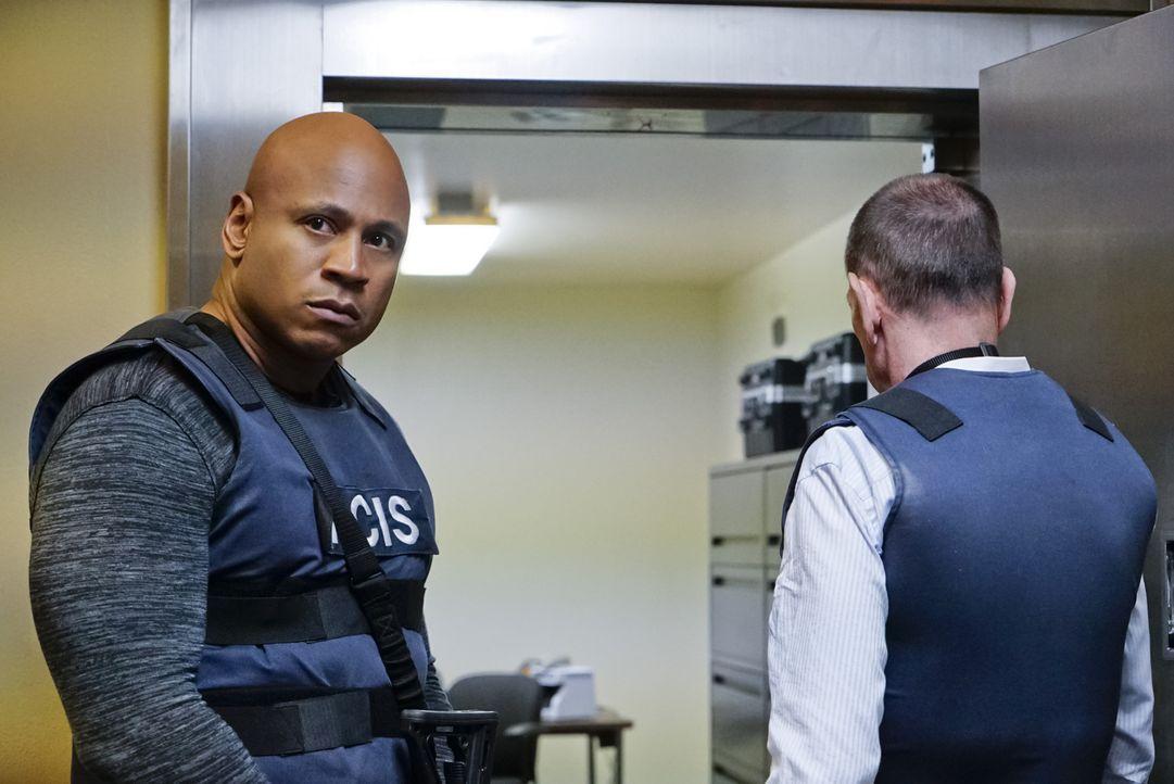 Müssen einen neuen Fall aufklären: Granger (Miguel Ferrer, r.) und Sam (LL Cool J, l.) ... - Bildquelle: Robert Voets CBS Studios Inc. All Rights Reserved.